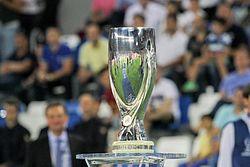 c8ef2b1e2299b Actual trofeo de la competición.