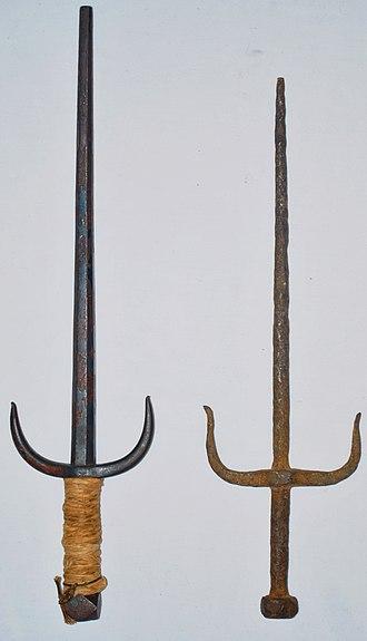 Sai (weapon) - Image: 2 antique sai