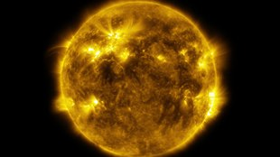 File:4k video of the Sun's surface activity.ogv