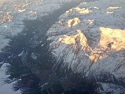 Vue aérienne de la vallée entre Saint-Jean-de-Maurienne et Val-Cenis