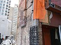 A small building left during construction, Yonge and Bloor, 2018 01 31 -b (39122243505).jpg