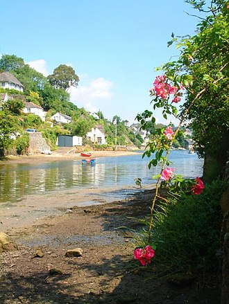 Helford River - Whitewashed cottages on the bank of the Helford River