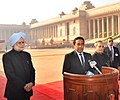 Abdulla Yameen Abdul Gayoom, the President, Shri Pranab Mukherjee and the Prime Minister, Dr. Manmohan Singh interacting with the media, at the Ceremonial Reception, at Rashtrapati Bhavan, in New Delhi on January 02, 2014.jpg