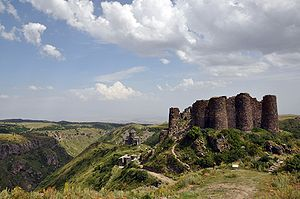 Amberd fortress and church 2009.jpg