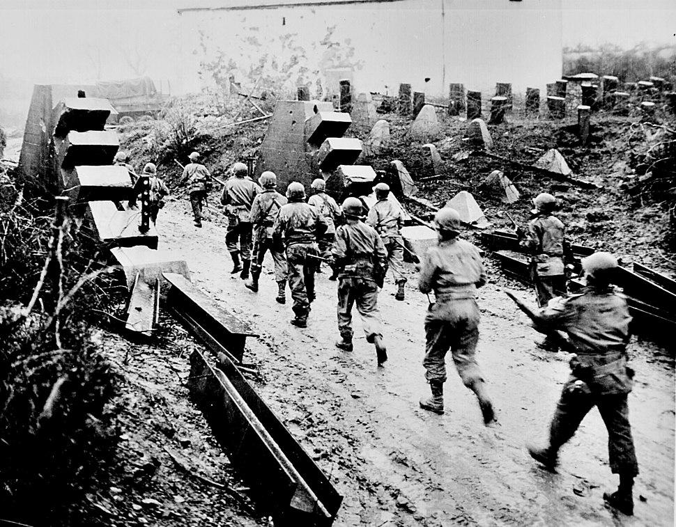 Americans cross Siegfried Line