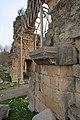 Anavarza Triumphal arch in Anazarbus 2756.jpg