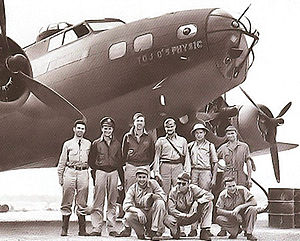 Longreach Airport - Crew of Boeing B-17E Fortress 41-2034 (Tojo's Physic) of the USAAF 19th Bomb Group, 93d Bomb Squadron, stationed at Longreach, June 1942