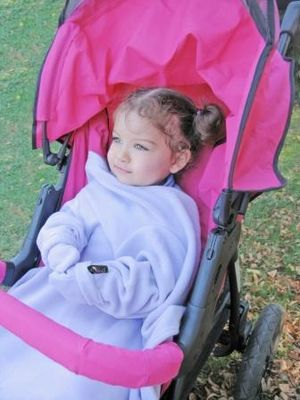 Sleeved blanket - Child in a Doojo sleeve blanket