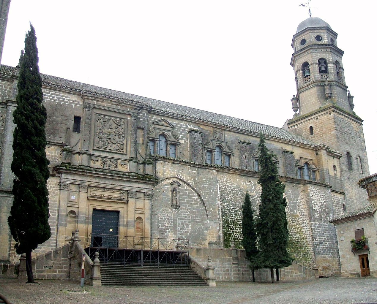 File baeza catedral exteriores wikipedia for Exteriores espana