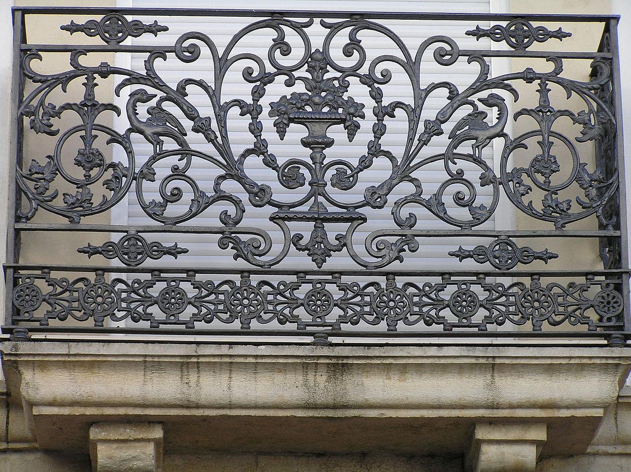 Archivo balcon de hierro forjado en calle feria jpg - Colgadores de hierro forjado ...