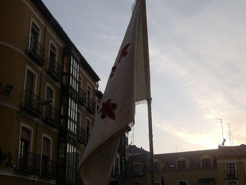 Archivo:Bandera Cofradia Resucitado VA.JPG