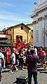 Benedizione di un uomo sotto il manto della statua di san Giovanni Battista mentre l'auto trasportante la statua del santo patrono è ferma sotto la chiesa della Santissima Annunziata e durante la festa patronale di Angri (Sa).jpg