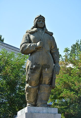 Памятник Полине Осипенко в Бердянске