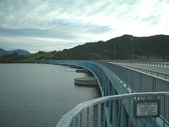 Pontoon bridge - The Bergsøysund Bridge uses concrete pontoons