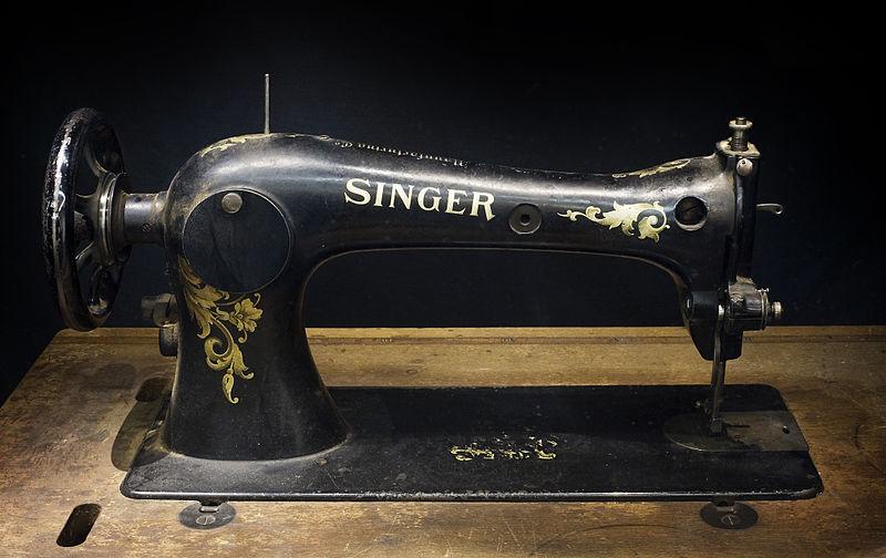 Berlin- Singer sewing machine - 3138.jpg