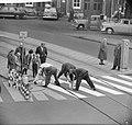 Beschilderen zebrapaden, Bestanddeelnr 913-1154.jpg