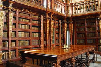Biblioteca Joanina - A view of the stacks and cradenzas within the Biblioteca Joanina