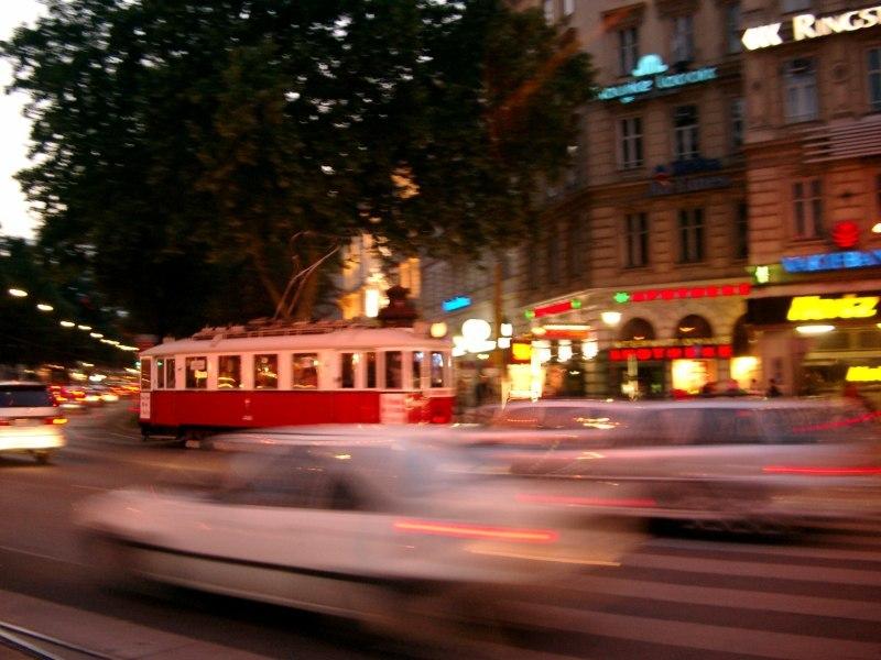 Bim im abendlichen Wien