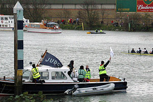 The Championship Course - Image: Boat Race Finish post 800x 533
