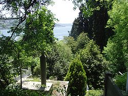 Bosphorus from asiyan cemetery.JPG