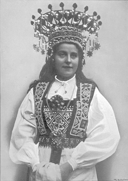 Brudebunad med krone från Hardanger