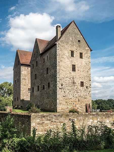 File:Brennhausen-Burg-8145574.jpg