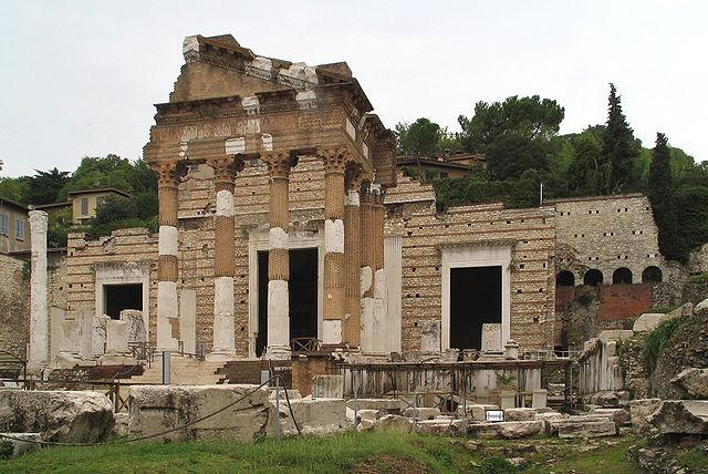 https://upload.wikimedia.org/wikipedia/commons/thumb/5/53/Brescia_Capitoline_Temple.jpg/640px-Brescia_Capitoline_Temple.jpg