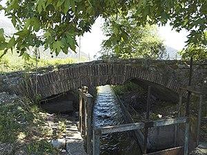 Bridge near Limyra - The rather modest Alakır Çayı, flowing under the 1st segmented arch.