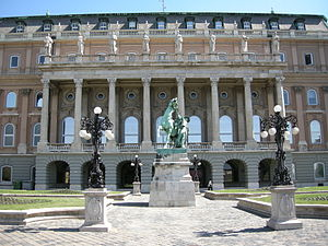 "Budapest, Royal Palace Complex, Hungarian National Gallery ""B"" Wing from the Hunyadi Courtyard and the Horse Wrangler Statue.jpg"