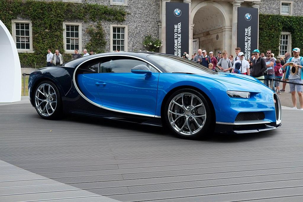 https://upload.wikimedia.org/wikipedia/commons/thumb/5/53/Bugatti_Chiron_%2836302657270%29.jpg/1024px-Bugatti_Chiron_%2836302657270%29.jpg