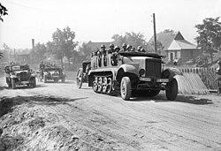 Bundesarchiv Bild 101I-012-0012-05, Polen, Motorisierte deutsche Truppen.jpg