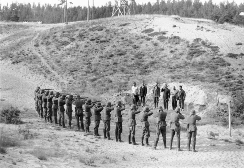 Bundesarchiv Bild 101I-212-0221-06, Russland-Nord, Erschießung von Partisanen