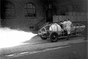 Bundesarchiv Bild 102-11530, Heylandt-Werke, Raketenfahrzeug auf Prüfstand