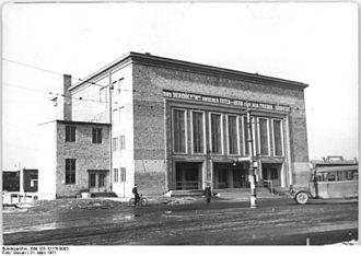 Dessau Hauptbahnhof - Image: Bundesarchiv Bild 183 10176 0003, Dessau, Hauptbahnhof