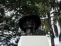 Busto de Alberto Santos Dumont na Praça Santos Dumont em Taquaritinga-SP. Homenagem ao Pai da aviação. - panoramio.jpg