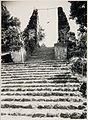 COLLECTIE TROPENMUSEUM De gespleten poort bij het graf van Sunan Giri TMnr 60048931.jpg
