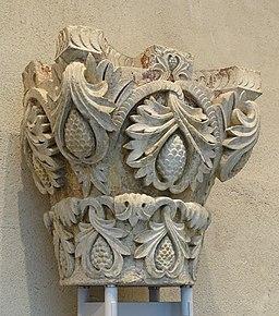 Capital, Moutiers-Saint-Jean, Burgundy, France, c. 1125-1130 AD, limestone - Fogg Art Museum, Harvard University - DSC00667