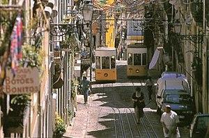 Ascensor da Bica - A view of the incline between Rua da Bica de Duarte Belo andRua de São Paulo