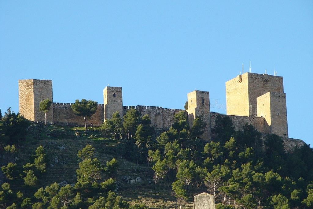 Alcázar Nuevo o Castillo de Santa Catalina, con su gran Torre del Homenaje y la torre pentagonal, llamada de la Vela.