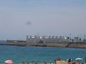 Centre Municipal de Vela (Port Olímpic) vist des de la Nova Icària.JPG