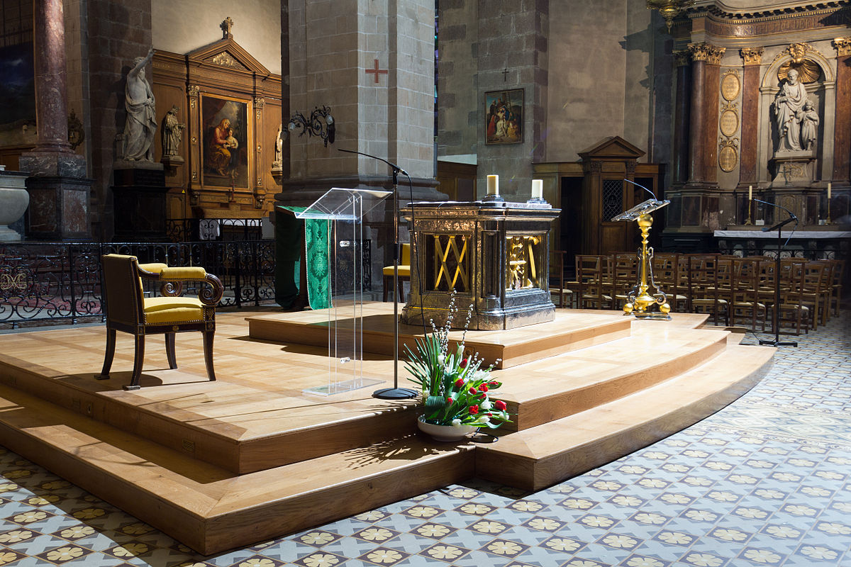 basilique saint sauveur de rennes furniture wikimedia commons. Black Bedroom Furniture Sets. Home Design Ideas
