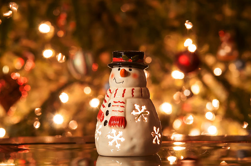 File:Christmas candle snowman with lights.jpg