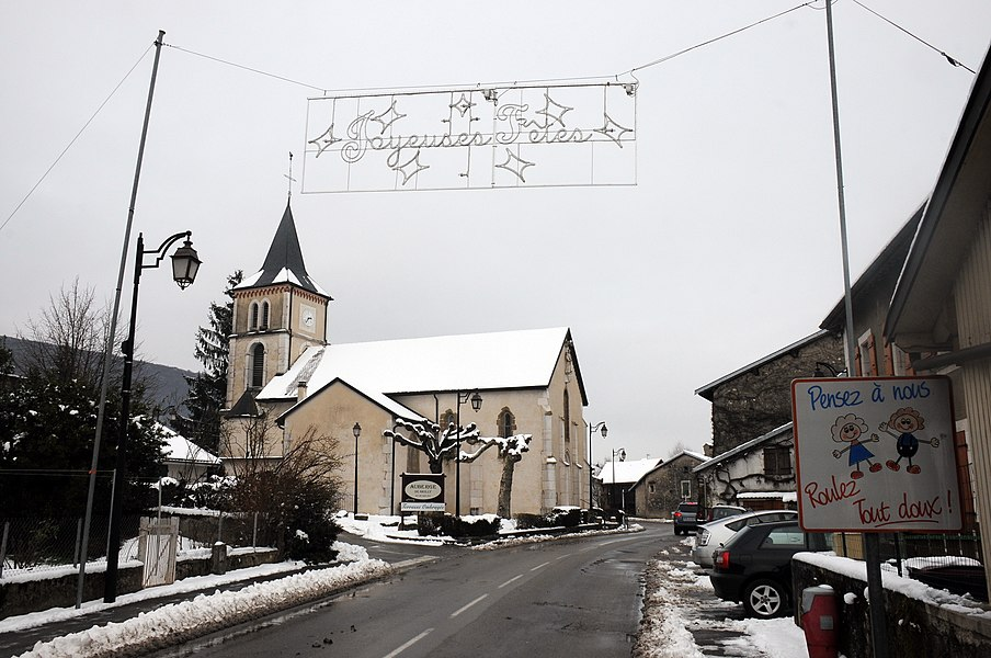 Church and still at 19 Januari Christmas decorations at Grilly