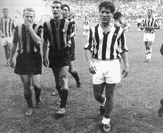 Omar Sívori - Sívori (right) with Juventus in 1958, while leaving the field of San Siro near his compatriot Angelillo of Inter Milan