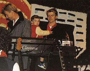 Liam Finn - Liam Finn at age 3 with father Neil Finn (and Eddie Rayner at the keyboard) in April 1987 during one of Crowded House's US tours.