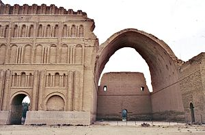 Adina Mosque - Its ribbed barrel vault was similar to the Sasanian Taq Kasra in Iraq