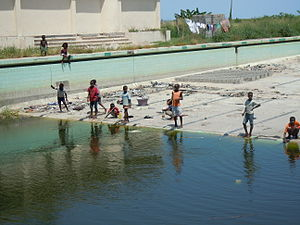 Grande Hotel Beira - Current situation of the Grande Hotel, polluted swimming pool
