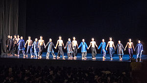 Cloud Gate Dance Theatre - The group takes a curtain call after a 2014 performance of Crossing the Ocean and Legacy at Chiang Kai-shek Memorial Hall