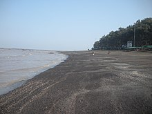 Daman Devka Beach HighTide.JPG