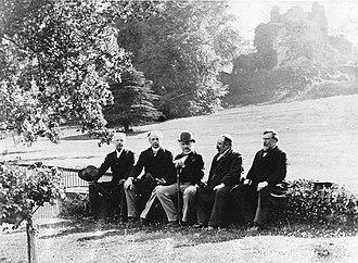 Australia–Canada relations - Sir Wilfrid Laurier and  George Reid at Hawarden Castle, alongside W. E. Gladstone and Richard Seddon.